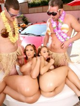 Kelly Divine and Nikara in 4some action from evilangel