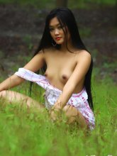 Keira Lee shows her nice body in forest